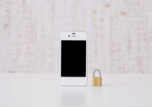 iPhoneの買取は安心の上にある!「赤ロムの金額は…」